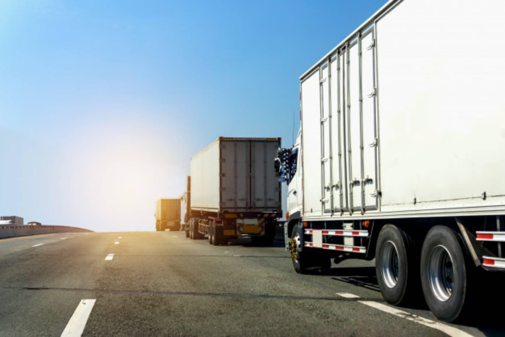 Caminhões na estrada seguros através de um gerenciadora de risco transporte